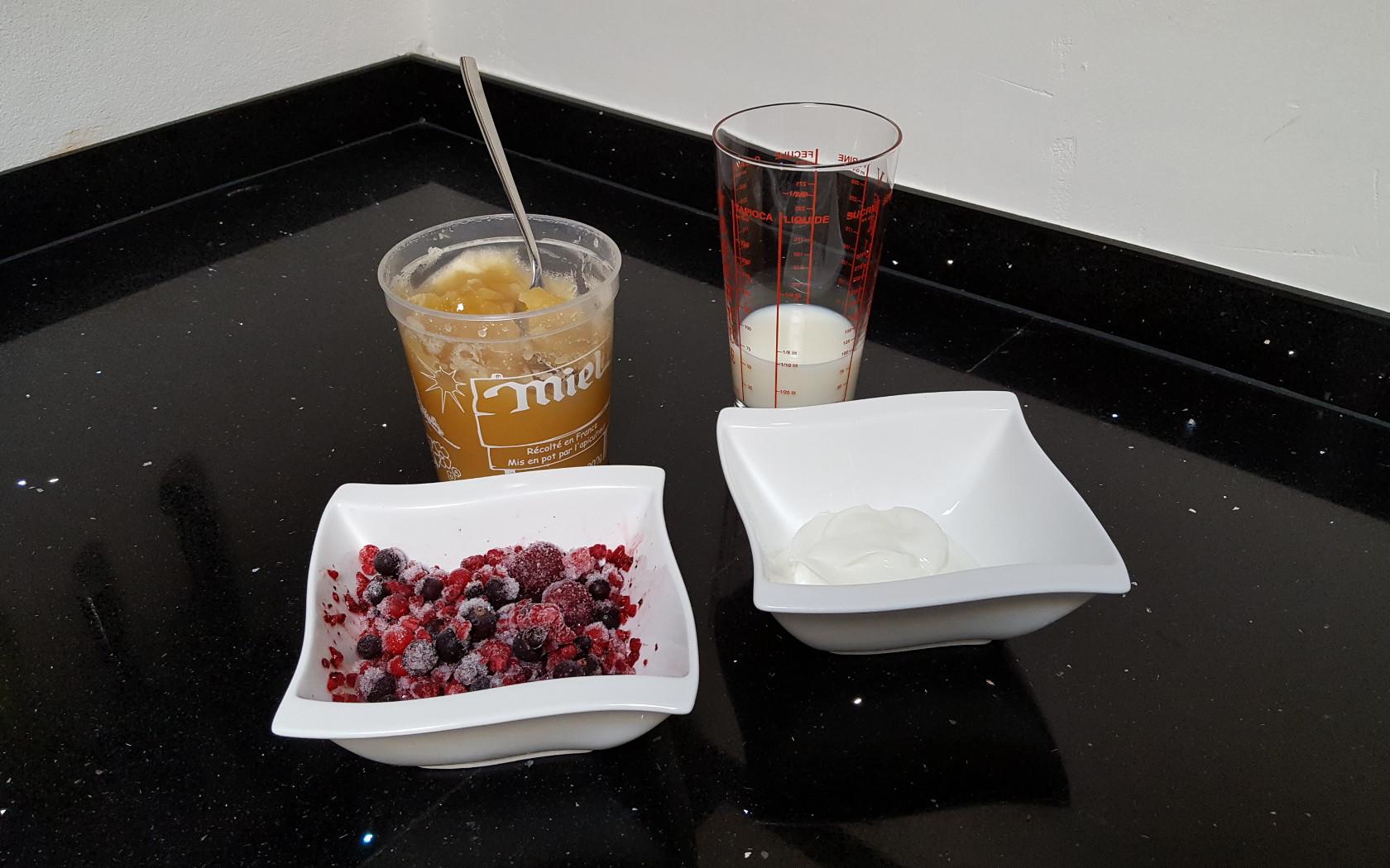 recette du smoothie aux fruits rouges pour la r cup ration. Black Bedroom Furniture Sets. Home Design Ideas